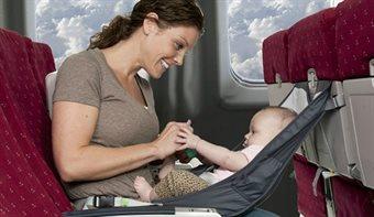 Lapsega lennukis